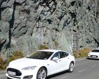 20_Anfahrt_der_Tesla_Model_S